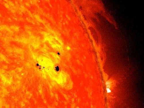 NASA's SDO observes fast-growing sun spot