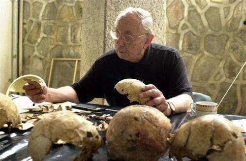 Anthropologist who identified mass graves dies