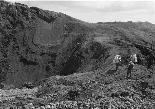 Decades-old photos emerge of Apollo training