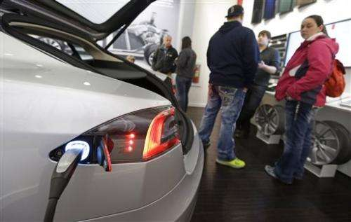 Ohio auto dealers fight Tesla over sales model