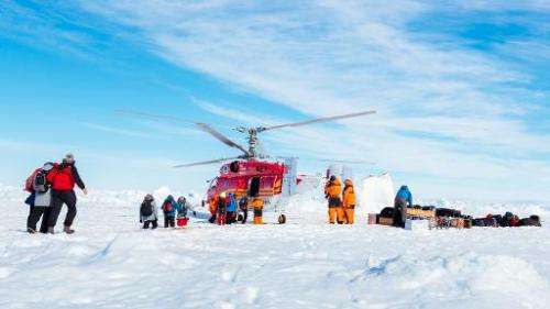 A helicopter from the Chinese icebreaker Xue Long picks up the first batch of passengers from the stranded Russian ship Akademik