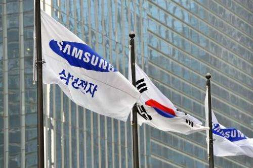 A Samsung Electronics flag is seen outside the company's headquarters in Seoul, on November 6, 2013