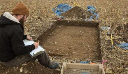 Dig seeks traces of battlefield