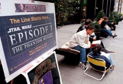"Fans line up at the Ziegfeld Theatre in New York 06 May 1999 to be the first to see the movie, ""Star Wars: Episode 1- The P"