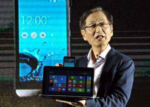 "Jonney Shih, the chairman of Taiwanese electronics company ASUS, introduces the company's new product called the ""ASUS Tran"