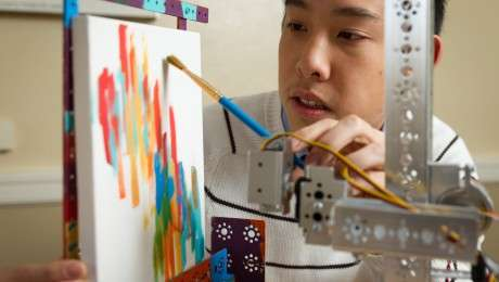 Painting robot lends surgeons a hand