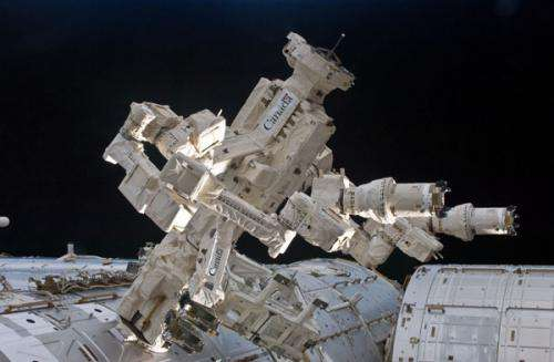 Space robot fixes itself, takes selfie as funny livetweet happens on the ground
