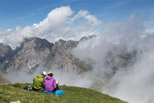 Swiss urge glacier hikers to look for artifacts