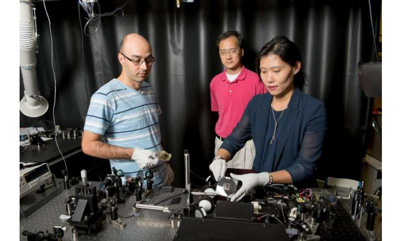 Researchers design material that more effectively slows light