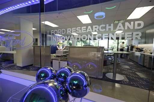 Coches de alta tecnología trae cara Detroit, Silicon Valley a cara