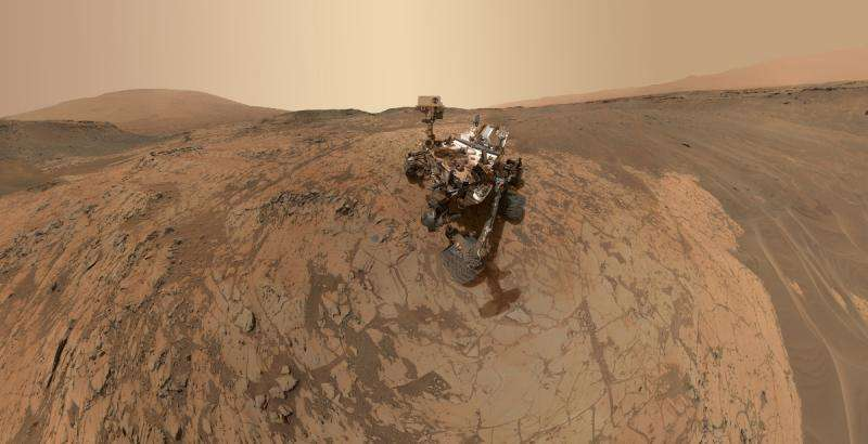 NASA's Curiosity rover is among those machines that have discovered signs of ancient water on Mars. Credit: NASA/JPL-Caltech/Univ. of Arizona   Read more at: http://phys.org/news/2015-05-green-rust-catalyst-martian-life.html#jCp