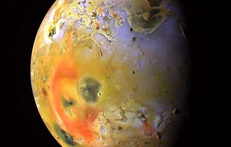 Giant telescope takes close look at Jupiter's moon Io