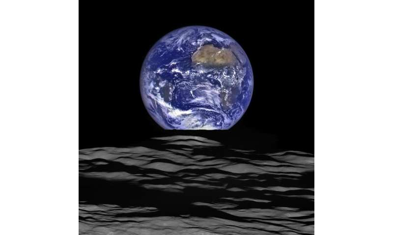 [Image: lunarreconna.jpg]