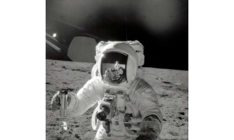 New NASA study reveals origin of organic matter in Apollo lunar samples