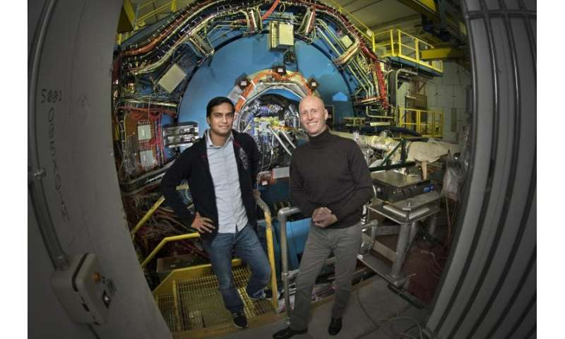 RHIC particle smashups find that shape matters