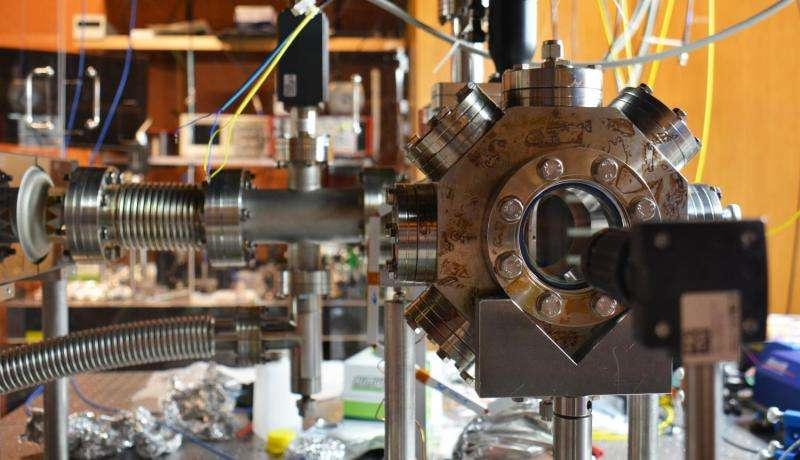 Using atoms to turn optical nanofiber guided light on and off