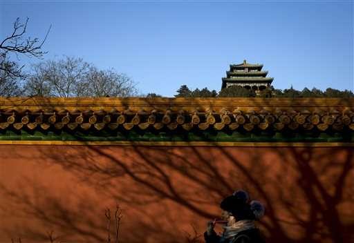 Beijing says pollution lessened in 2015 despite smog alerts