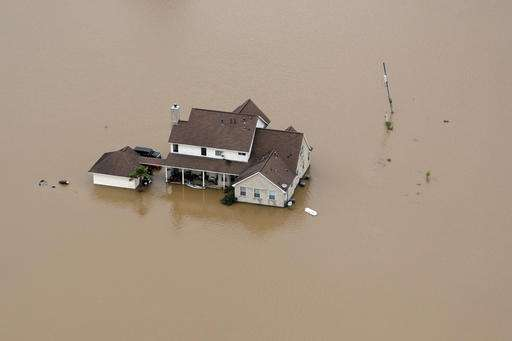 Rain slows, but flooding still threat in Southeast Texas