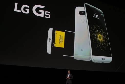 Camera boost, virtual reality in new Samsung, LG gadgets