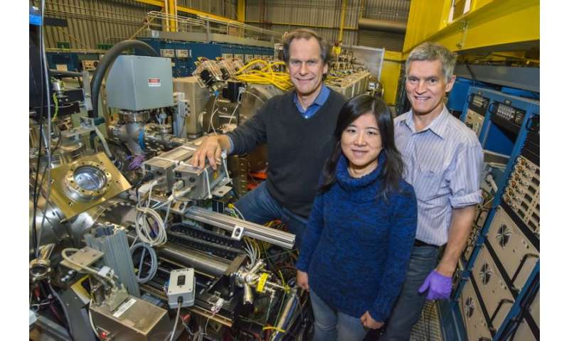 A new spin on quantum computing: Scientists train electrons with microwaves