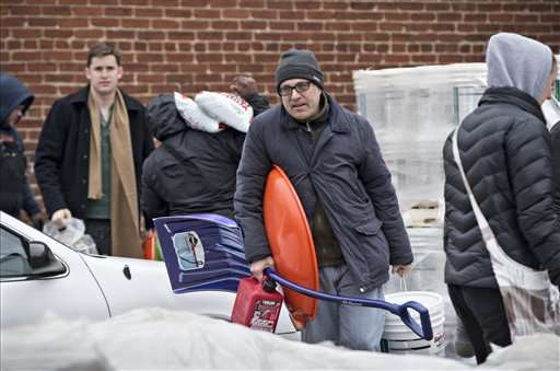 Blizzard dumping snow in South; DC mayor says 'hunker down'