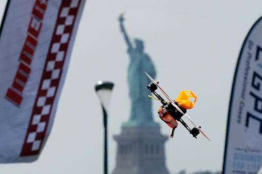 [Image: dronepilotsg.jpg]