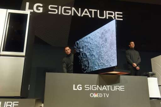 Models display the G6, LG Electronics (LG)'s newest flagship 4K HDR-enabled, 77-inch OLED TV on January 5, 2016 in Las Vegas, Ne