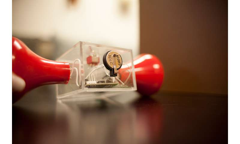 New kind of supercapacitor made without carbon