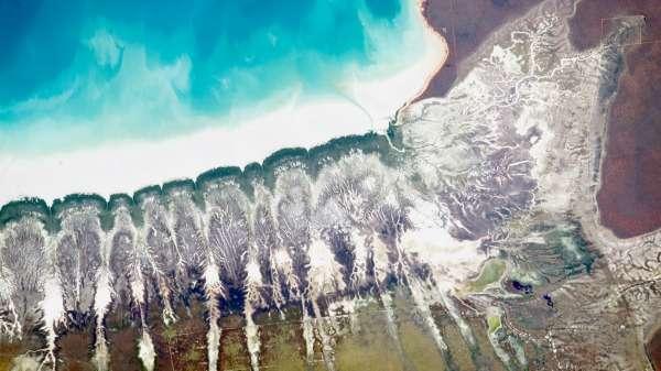 Orbital snaps reveal Roebuck Bay's tidal movements