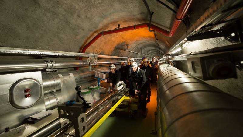 Plasma accelerator AWAKE's 10-metre-long plasma cell moved into experiment tunnel