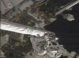 Spacewalking 'superhero' untangles cable on boom (AP)