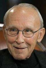 Apple director, ex-auto executive York dies (AP)