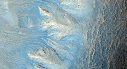 Detailed Martian Scenes in New Images from Mars Orbiter