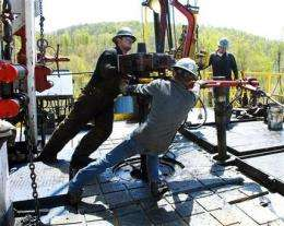EPA takes new look at gas drilling, water issues (AP)