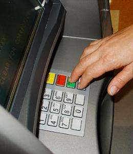 Experts say: Don't blame the operators for bank glitch