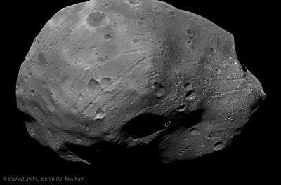Mars Express close flybys of martian moon Phobos