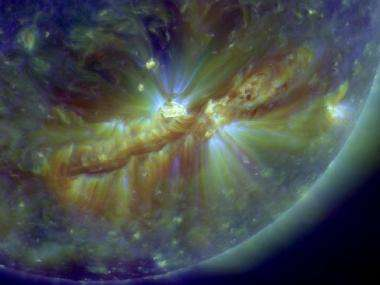 Image: Crackling with solar flares