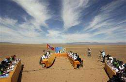 Mongolian Cabinet holds meeting in Gobi desert (AP)