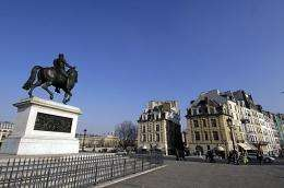 Place Dauphine square (in the background), in the middle of the Pont Neuf. At left, the equestrian statue of Henri IV