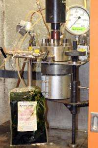 Pressure-cooking algae into a better biofuel