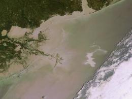 ESA's Envisat monitors oil spill