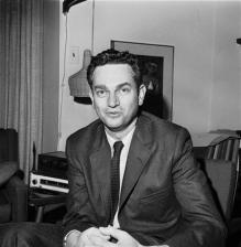 Nobel Prize-winning scientist Nirenberg dies at 82 (AP)