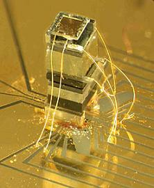 Photo of the NIST chip-scale magnetometer.