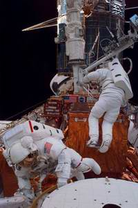 Report: Astronauts, Not Robot, Should Fix Hubble Space Telescope