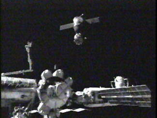 Expedition 11 redocks Soyuz