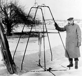 Robert Goddard and a 1920s-vintage liquid-fueled rocket.