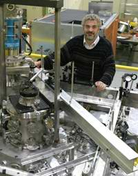 'Mini' ion accelerator showcased