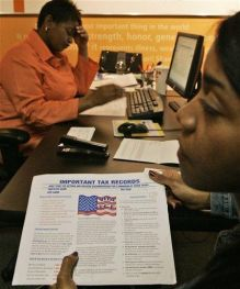 Poll: Most Americans Filing Taxes Online (AP)