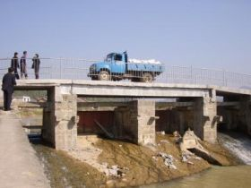 Truck-safe bamboo bridge opens in China