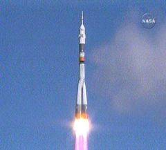 Expedition 18 Crew Launches from Baikonur